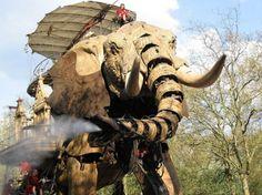 World's largest mechanical elephant - Built to commemorate Jules Verne - fantastish! Jules Verne, World's Biggest, Heart Art, Worlds Largest, Steampunk, Elephant, Sprays, Robots, Death