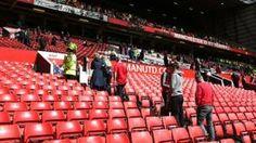 Image copyright                  Getty                  Image caption                     El partido iba a empezar a las 15.00 hora local.   El partido de la liga inglesa entre el Manchester United y el Bornemouth que se iba a jugar en la tarde de este domingo ha sido cancelado debido a una alerta de seguridad. El motivo fue la aparición de un paquete sospechoso en una de las gradas del estadio del Manchester, Old Trafford. Los servicios de seguridad evacu