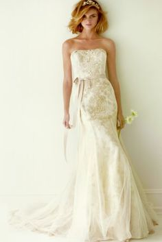 As-Is Lace Wedding Dress with Ruffle Train AI25090008