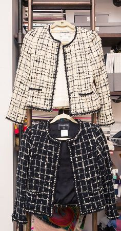 Zoe Buckman's Closet Is Every Bit as Powerful as Her Artwork Inside Artist and Photographer Zoe Buckman's Closet and Home: Chanel Tweed Jacket, Chanel Style Jacket, Chanel Coat, Boucle Jacket, Chanel Fashion Show, Big Fashion, Luxury Fashion, Carrie Bradshaw, Fashion Clothes
