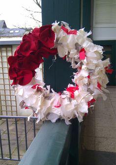 corona de navidad Hip Hop World, Making Waves, 4th Of July Wreath, Christmas Time, Floral Wreath, Diy Crafts, Wreaths, Creative, Outdoor Decor