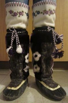 Inuit made women's sealskin kamiks by Lorna Atagoyuk