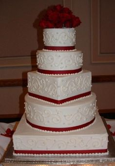 I like mixing the round and square shapes, even though I don't like beading on cakes.