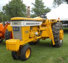 MINNEAPOLIS-MOLINE G1000 VISTA Big Tractors, Vintage Tractors, Antique Tractors, Vintage Farm, Old Farm Equipment, Farm Boys, Minneapolis Moline, Tractor Implements, Classic Tractor