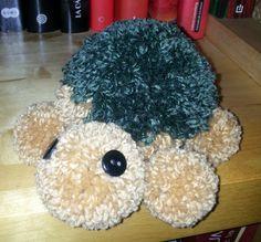 tortuga hecha con pompones de lana
