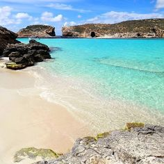 #Comino - One of the most loved beaches in Malta! Who'd love to be #swimming…