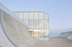 Holl, Steven: Museum of Ocean & Surf: Architecture, Simplicity | The Red List