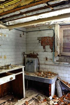 Abandoned Buildings, Double Vanity, Bathroom, Houses, Photos, Washroom, Pictures, Bathrooms, Double Sink Vanity
