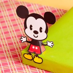 Free printable Mickey Mouse Cutie #Disney       Tape a pink bow between the ears and then you have Minnie Mouse.