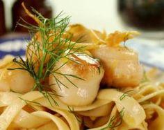 Tagliatelles aux noix de Saint-Jacques et sauce curry : http://www.fourchette-et-bikini.fr/recettes/recettes-minceur/tagliatelles-aux-noix-de-saint-jacques-et-sauce-curry.html