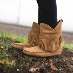 New Manitobah Mukluks Okotoks Suede Oak Boot Size 7 Ankle Heels, Shoes Heels Boots, Ankle Booties, Moccasin Boots, Suede Boots, Minimalist Shoes, Mode Boho, Slip On Boots, Leather Moccasins