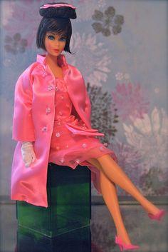 Wearing Hubert de Givenchy dress worn by Audrey Hepburn in Breakfast at Tiffanys Play Barbie, Barbie Life, Barbie World, Barbie Sets, Barbie Dream, Barbie Hair, Barbie Clothes, Hair Fair, Vintage Fashion 1950s