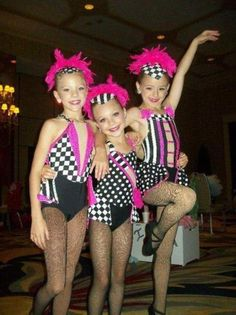 paige hyland Maddie ziegler and chloe lukasiak oh if only they were that cute now it would make everything so adorable