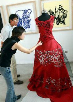 Paper ...  Paper Cutting ... Paper Dress  love the creativity #paperdress   #paperart