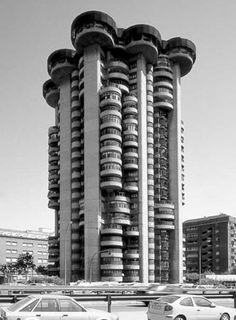 Architecture - Modern design : Torre Blancas / Francisco Javier Sáenz de Oiza, Madrid, Spain, 1969 __ The Torr. Futuristic Architecture, Amazing Architecture, Architecture Design, Brutalist Buildings, Brutalist Design, Unique Buildings, Amazing Buildings, Madrid, Concrete Building
