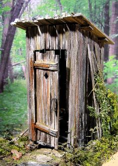 What terrain is complete without an outhouse!!!   Scratchbuilt by Marcel Ackle, 1/22,5 scale - Plumpsklo
