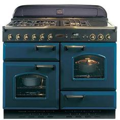 This Rangemaster Classic Regal Blue with Brass Trim Gas Range Cooker with stylish Regal Blue with Brass Trim finish looks great in any home. Kitchen Stove, New Kitchen, Kitchen Decor, Gas Oven, Stove Oven, Aga Stove, Gas Range Cookers, Vintage Stoves, Home Kitchens