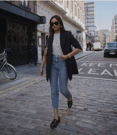 One of the pieces that will always have a place in my closet is definltey a black blazer. Classic and versatile, a good black blazer always seems to work with any outfit, work or weekend,… View Post Blazer Outfits Casual, Classy Outfits, Chic Outfits, Fashion Outfits, Blazer Fashion, Dress Outfits, Casual Attire, Dope Outfits, Dress Shoes
