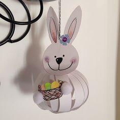 * * *La boite à idées de l' atelier 3B* * *: DIY Paper balls Projects For Kids, Crafts For Kids, Arts And Crafts, Paper Balls, Mobiles, Fun Diy Crafts, Easter Activities, Happy Spring, Easter Crafts