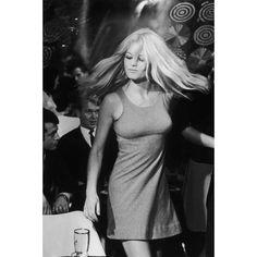 Bridget Bardot, Bridgette Bardot Style, Brigitte Bardot Young, Giorgio Armani, Photo Bb, French Actress, Jane Birkin, How To Pose, Up Girl