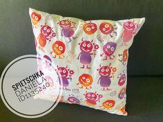 #gonis#kissen#polster#monster#stempeln#gonidecor#spass Monster, Throw Pillows, Cushion Pads, Stamping, Crafting, Toss Pillows, Cushions, Decorative Pillows, Decor Pillows