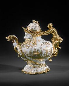omgthatartifact: Teapot Meissen Manufactory, Germany, 1725 The Metropolitan Museum of Art