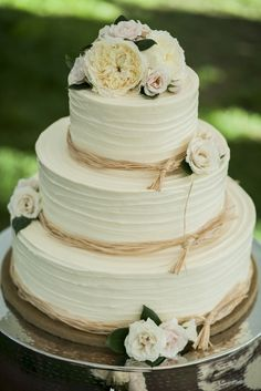 wedding cake idea; MEREDITH HANAFI PHOTOGRAPHY