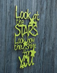 Look at the Stars (Coldplay, Chris Martin). I made it for my niece who, at the tender age of six, knows every word of this song by heart. Then it occurred to me: who doesn't know this song by heart? Ah, Coldplay.