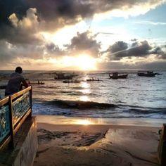 O nascer do sol na Praia de Porto de Galinhas, em Pernambuco - Brasil.