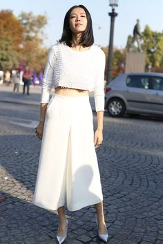 Como Usar Looks All White? Para inspirar vocês a combinar esta cor hiper-sofisticada, trouxe 18 produções apenas com peças em branco + opções de compra atuais e cheias de tendências de moda bacanas. Bora conferir?