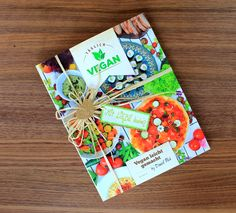 """Täglich vegan - Vegan leicht gemacht"" von Daniel Pack. Hin und wieder werde ich gefragt, ob wir auf The bird's new nest... Vegan Food, Vegan Recipes, Vigan, Gift Wrapping, Birds, Paper Wrapping, Vegan Sos Free, Vegane Rezepte, Wrapping Gifts"