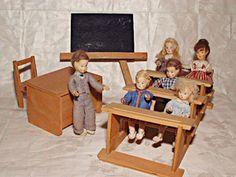 Erna Meyer Dolls at school