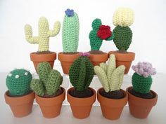 Cacti Plants - Free Crochet Pattern - Use http://translate.google.com To Translate Pattern Link From Danish To English And Then Use http://bynumber19.com/2011/11/13/crochet-terms-in-us-uk-danish-and-german/ To Translate Crochet Terms From Danish To English - (migogmaya.blogspot)