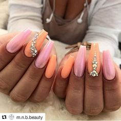Are you one of those people who does not like to see nails loaded with enamel or with many colors? Do you like simplicity and less work with your nails but at the same time like to have beautiful nails? Pretty Nail Colors, Pretty Nail Art, Swag Nails, Fun Nails, Nail Patterns, Colorful Nail Designs, Nail Spa, Almond Nails, Nail Polish Colors