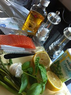 Zalm-8-7-3 Fresh Rolls, Barbecue, Make It Yourself, Drinks, Ethnic Recipes, Food, Happy, Drinking, Beverages