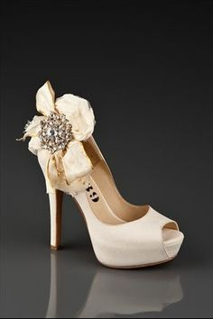 wedding shoe with brooch