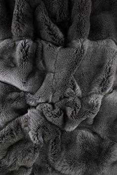 norki plaid fourrure fur throw on pinterest 32 pins. Black Bedroom Furniture Sets. Home Design Ideas