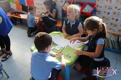 """Los alumnos de 1º#PrimariaISP participan del proyecto """"Comeletras"""" en el que escriben palabras relacionadas con la gramática y la ortografía del tema que están trabajando en clase. Aprenden de forma innovadora y divertida. www.colegiosisp.com"""