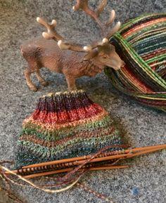 Runde re M Runde: 2 li zus, 2 li zus, 2 li Ma, li M verdoppeln*, 2 … – Knitting Crochet Knitted Blankets, Knitted Hats, Crochet Hats, Fair Isle Knitting, Knitting Socks, Knitting Patterns Free, Free Knitting, Knitting Ideas, Free Pattern