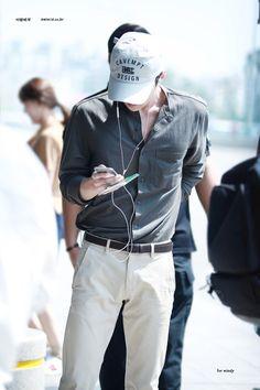 """his body proportions 💯‼️"" Sehun, Kpop Exo, Kpop Fashion, Korean Fashion, Mens Fashion, Airport Fashion, Fall Fashion, Style Fashion, Body Proportions"