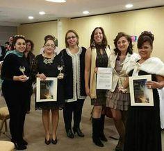 """Premio """" Mujer alada al Mérito """" a la poeta Marroqui Bouchrail Echchaoui en Madrid."""