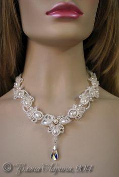 """Bryllup dekoration på halsen, en halskæde til bruden af blonder smykker med naturperler fra samlingen """"Drømme""""."""