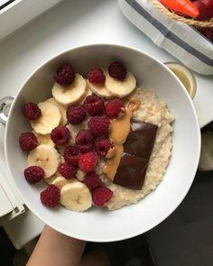 healthy snacks on the go for kids free online printable Healthy Desayunos, Healthy Snacks, Think Food, Love Food, Comida Diy, Aesthetic Food, Food Cravings, Food Inspiration, Food Porn