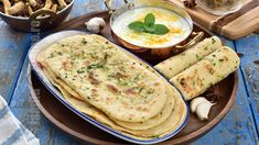 Paine naan cu usturoi si unt (CC Eng Sub) Veg Recipes, Bread Recipes, Cookie Recipes, Vegetarian Recipes, Healthy Recipes, Just Bake, Romanian Food, Naan, Dessert