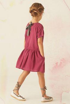 Bonnet à Pompon vestidos sencillos y elegantes para niñas. Compra online los mejores vestidos para niñas de la temporada de verano.