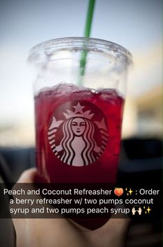 Copycat STARBUCKS Raspberry Passion Tea Lemonade ~ The raspberry passion tea lemonade is basically a mix of iced herbal tea and lemonade with a pump of raspberry syrup. Starbucks Hacks, Copo Starbucks, Bebidas Do Starbucks, Secret Starbucks Drinks, Starbucks Secret Menu Drinks, Starbucks Refreshers, Drink Pink, Passion Tea Lemonade, Kreative Desserts