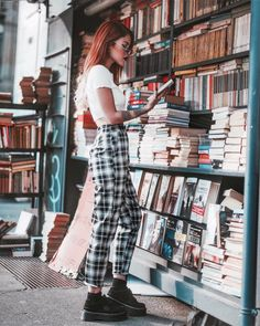 Tshirt and checkered trousers with flatforns Trouser Outfits, Edgy Outfits, Grunge Outfits, Fall Outfits, Fashion Outfits, Artsy Outfits, Checkered Trousers, Estilo Grunge, Luanna