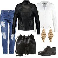 Punto di partenza di questo outfit è il jeans baggy a vita alta con parti strappate sulle gambe. Una camicia bianca a body e sopra una giacca in similpelle nera. Scarpa stringata bassa e borsa a secchiello, e per finire pendenti color oro.