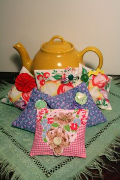 crafts made from handkerchiefs | vintage table cloth and handkerchief sachets (lavender!)