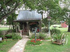 Looks like a little Texas shed just like my grandmas!